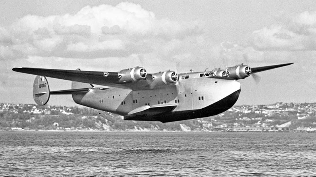 Boeing Clipper on late finals